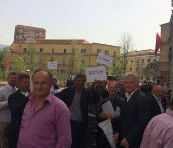 """""""Qeveria nuk e mbron fermerin shqiptar, jemi të zhytur në borxhe"""""""