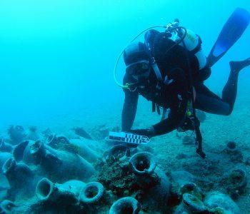 Hajdutët e thesareve nëndetare bastisin Shqipërinë