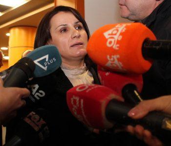 ONM vë në vështirësi Donika Prelën: Përse burri juaj është paguar me para cash?