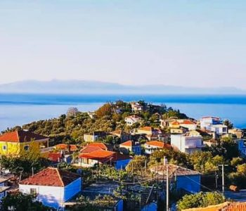 Midis malit e detit, fshati Piqeras, sikundër e bëri Perëndia