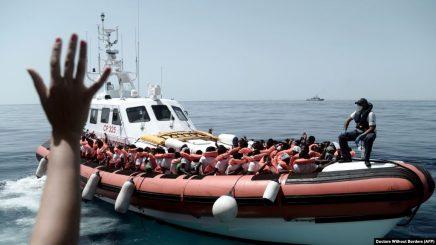 Autoritetet italiane shpëtojnë 57 emigrantë