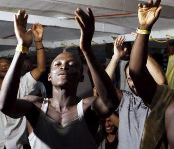 Pesë vende të BE-së do të pranojnë emigrantët bllokuar prej javësh në det