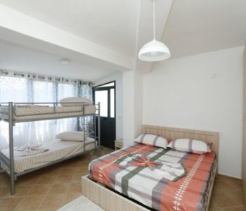 Përfundojnë vuajtjet e familjes Poka, Samir Mane dhe Tirana Bank u dhurojnë apartament