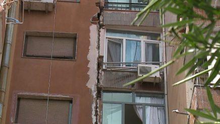 """Pallati u nda në dyshë, banorët e kaluan natën në çadrat pranë stadiumit """"Dinamo"""""""