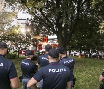 E rëndë në Itali, shqiptari vetëvaret në pemë me rripin e pantallonave (Foto)