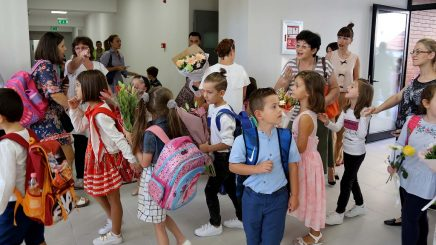 Shkollat mësim me dy turne, edhe pse 200 mijë nxënës më pak