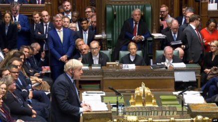 Johnson i dërgon letër BE-së, kërkon shtyrjen e Brexit