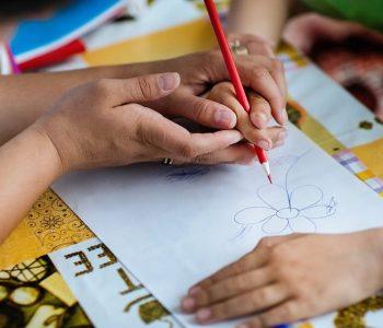 Të miturit me nevoja të veçanta/ AlbChrome u gjendet pranë fëmijëve në Bulqizë