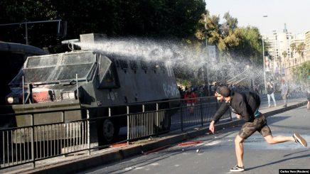 Tre persona të vdekur gjatë protestave në Kili