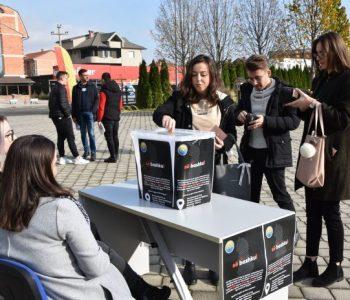 Solidariteti i shqiptarëve jashtë trojeve, studentët e Universitetit të Tetovës mbledhin fonde për të prekurit nga tërmeti