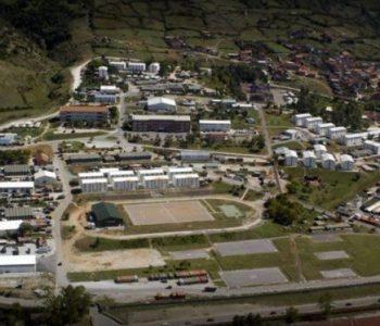 Kosova hap dyert/ Mbushet plot kampi i Prizërenit, strehoen mijëra banorë të prekur nga tërmeti