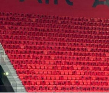 Përballja Shqipëri-Francë/ Dalin foto nga stadiumi, flamuj në çdo ulëse