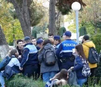 Frikë protesta, policia sulmon të rinjtë në Qytetin Studenti