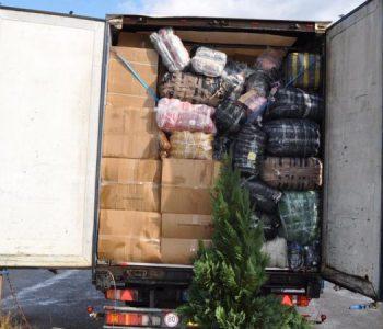 Arrestohet doganieri dhe 3 policë kufitarë, lejuan kamionët me mallra kontrabandë
