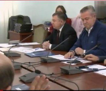 """""""Ky ligj i shërben vetëm 'Zogut të Tiranës'"""", Murrizi: Nuk ka mbetur pikë dinjiteti në këtë qeveri"""