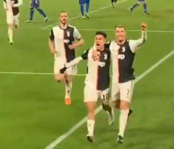 """Dybala-Ronaldo janë """"më shumë se shokë"""", puthja e tyre po bën xhiron e rrjetit (Video)"""