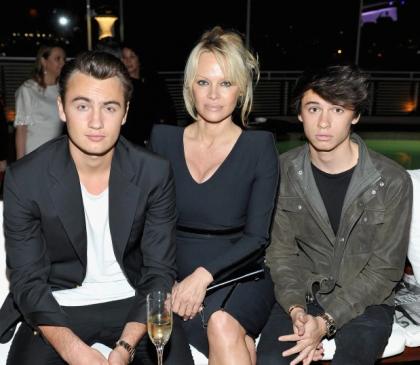 Pamela Anderson martohet për herë të pestë, ja urimi i djalit të saj
