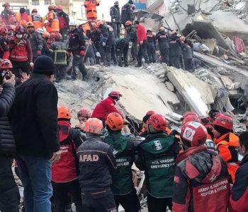Tërmeti shkatërrimtar në Turqi/ Rritet numri i viktimave, vazhdojnë kërkimet