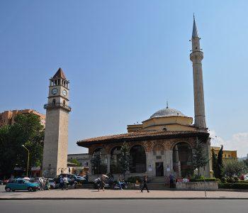 Sot 29 vjet nga rihapja e xhamisë e Ethem Beut, KMSH sjell foton e rrallë