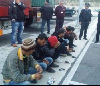 Arrestohen 9 persona dhe një në kërkim, trafikonin emigrantë nga Korça drejt Tiranës