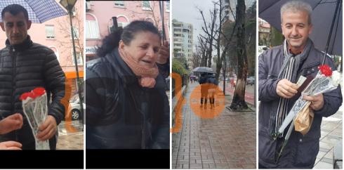 Me lule në duar, burrat shqiptarë nuk fshehin emocionet për Shën Valentin