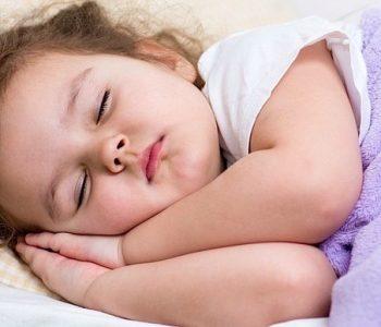 Orari i gjumit është shkaktari kryesor i obezitetit tek fëmijët