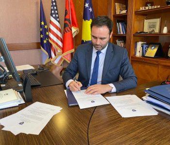 Furtunë në Ministrinë e Jashtme të Kosovës, Konjufca shkarkon 14 konsuj