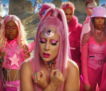 """Lady Gaga rikthehet në muzikë me një videoklip të xhiruar me """"iPhone"""""""