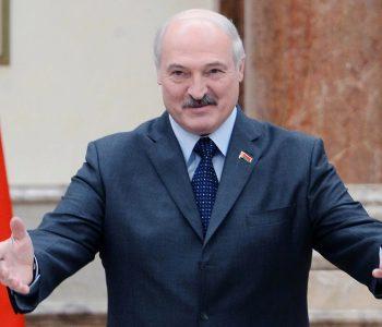 Refuzon të marrë masa, Presidenti i Bjellorusisë: Unë nuk po shoh ndonjë virus që fluturon përreth!