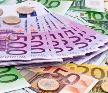 Euro është forcuar ndjeshëm, e nis javën duke u këmbyer pothuajse 131 lekë