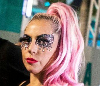 """""""Ky është art, jo pornografi"""", Lady Gaga pozon nudo për revistën """"Paper"""""""