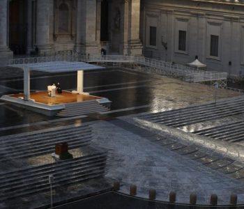 Lutja drithëruese e Papës para sheshit bosh: Zot mos na braktis në stuhi