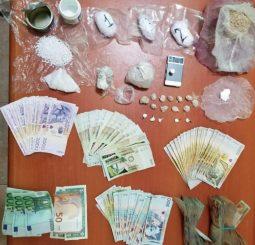Kokainë dhe heroinë në Durrës/ Kapet organizatori, shpërndarësi dhe femra që i ndihmonte