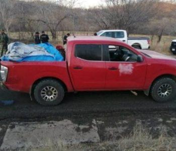 Luftë mes karteleve të drogës, gjenden 12 trupa të pajetë në një makinë (Foto)