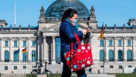 Gjermania i jep zgjidhje koronaviursit, krijon maskat e veçanta