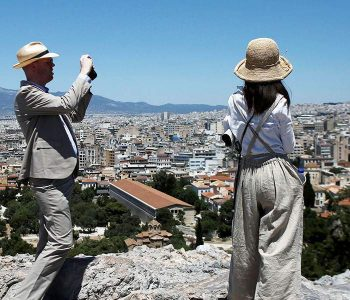 Lejohen udhëtarë nga Shqipëria dhe 28 vende të tjera, Greqia sqaron sërish politikat e turizmit