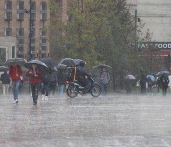 Sërish reshje shiu, njihuni me parashikimin e motit për ditën e sotme