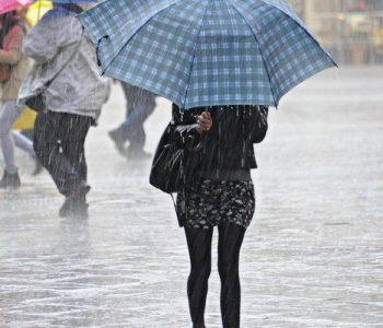 Mos harroni çadrën sot, priten rrebeshe shiu