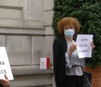Italianët bashkohen me shqiptarët, protestë në Padova për shembjen e Teatrit (VIDEO)