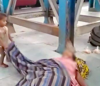 E trishtë/ Nëna humbi jetën gjatë rikthimit në shtëpi, vogëlushi luan në trupin e saj