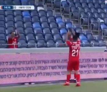 Shënon gol me tribunën bosh! Futbollisti bën veprimin e pazakontë ndaj vetes